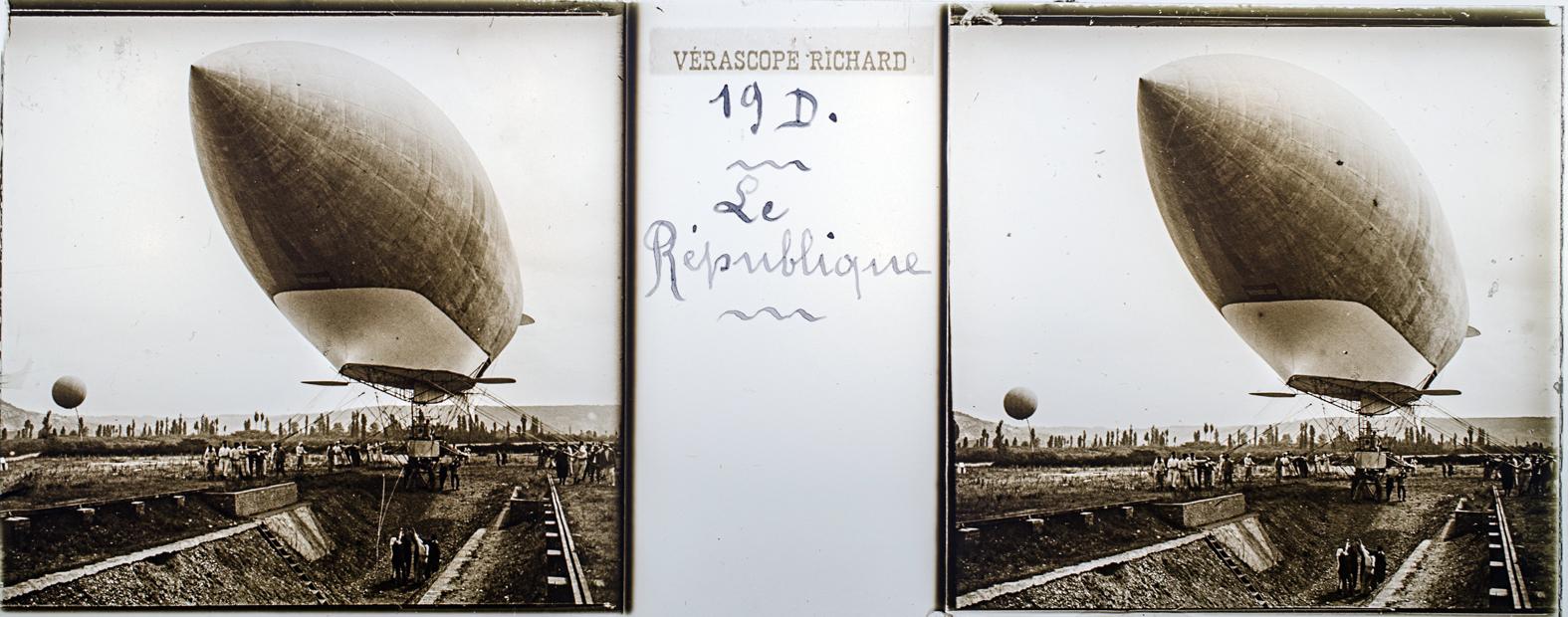 El dirigible République. Verascope Richard, hacia 1910. © Herederos F. Avial.