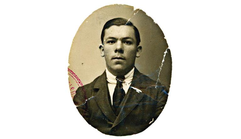 Pablo de A. Cobos alumno de la Escuela Normal de Maestros. Segovia, hacia 1916. Archivo Enriqueta Castellanos.