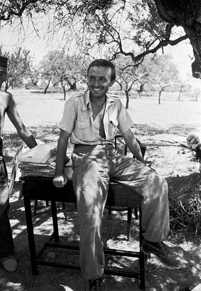 Miguel Prieto, ilustrador de Estampas de aldea (1938. Foto Walter. Archivo PCE)