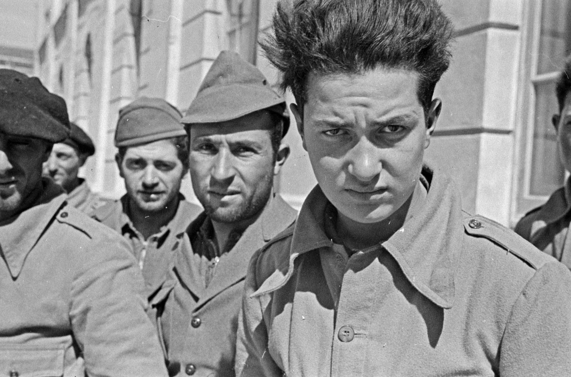 Prisioneros italianos capturados en la batalla de Guadalajara. Valencia, entre 23 marzo - 8 abril de 1937. Walter Reuter. ©Fondo Guillermo Fernández Zúñiga.