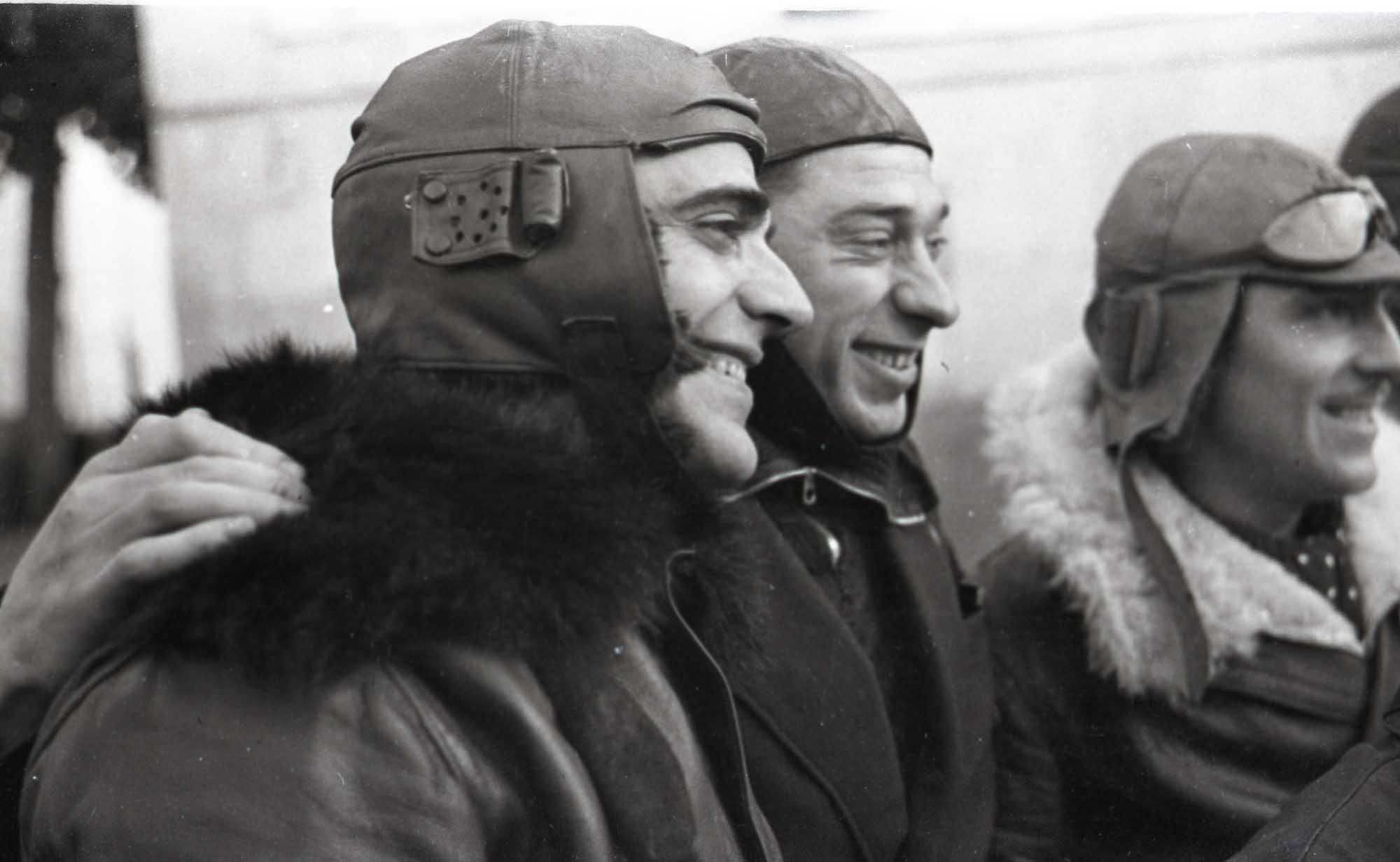 Enlaces motorizados de la 37 Brigada Mixta. Palacio de El Pardo, Madrid, entre 1 - 28 de enero de 1937. Walter Reuter. ©Fondo Guillermo Fernández Zúñiga.